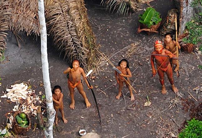 صورة أصدرتها منظمة Survival International الدولية لما تقول انها الصور الأكثر وضوحاً على الإطلاق لقبيلة Mashco الموجودة في جنوب شرق بيرو.